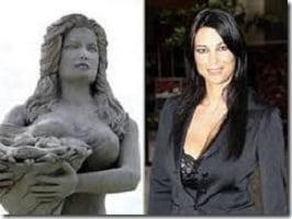 eliminato la statua della Arcuri dalla piazza di Porto Cesareo