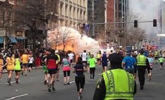 l'attentato esplosivo durante la festa della maratona di Boston