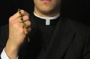 Alassio, prete pedofilo tornerà in servizio