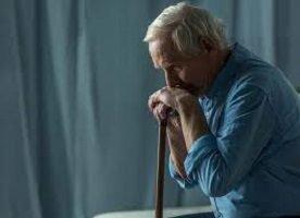 La solitudine degli anziani è la sconfitta della società
