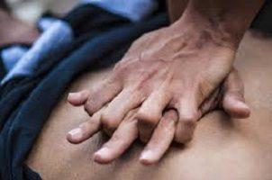 Il massaggio cardiaco è vitale ma non si fanno corsi