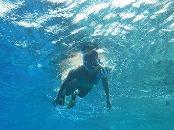 Un tuffo al mare con i gialli di Saru e sei in vacanza